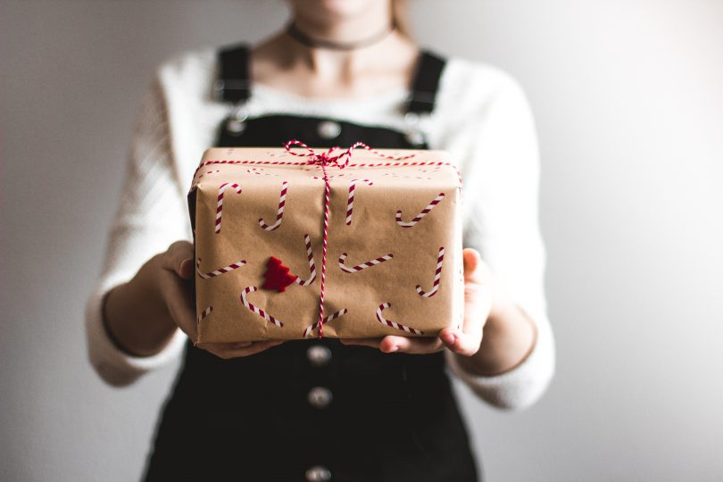 Gift/Present Ideas for Him on Christmas or Birthday occasions - giving gifts to men can be a tough job but it doesn't have to be with this list of great, affordable and sentiment gift ideas // heythereChannon